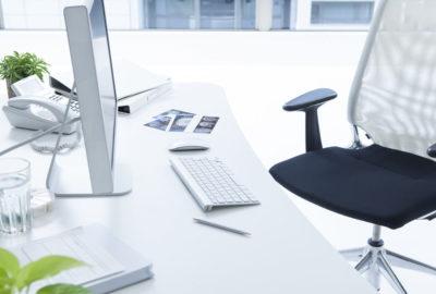 ren arbetsplats på kontor