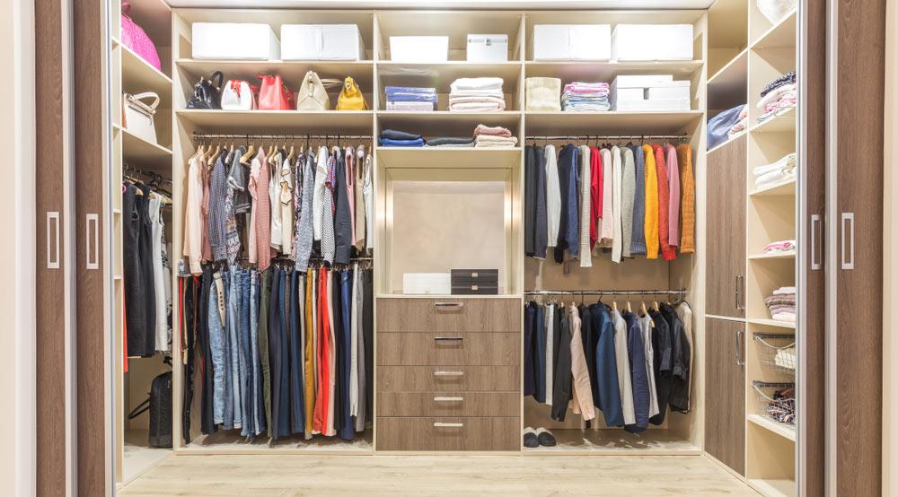 välstädad walk in closet